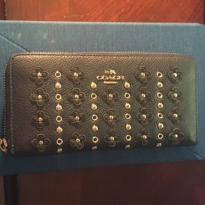Authentic Coach Wallet. Pebble/Glovetan Leather